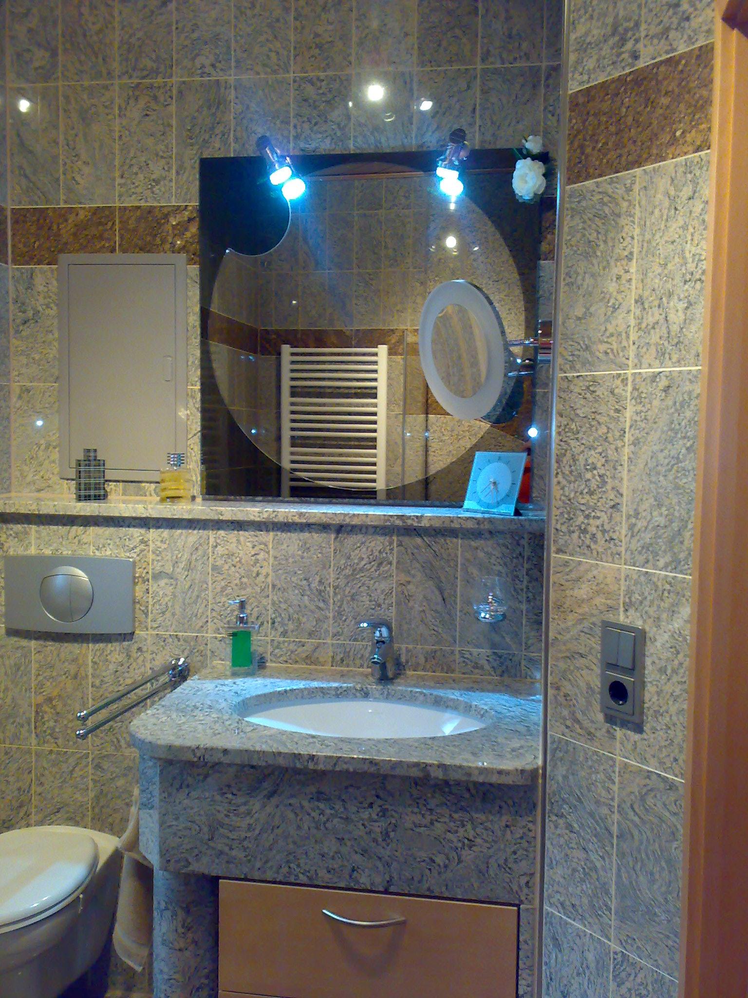 Waschtisch mit Einfassung für Waschbecken