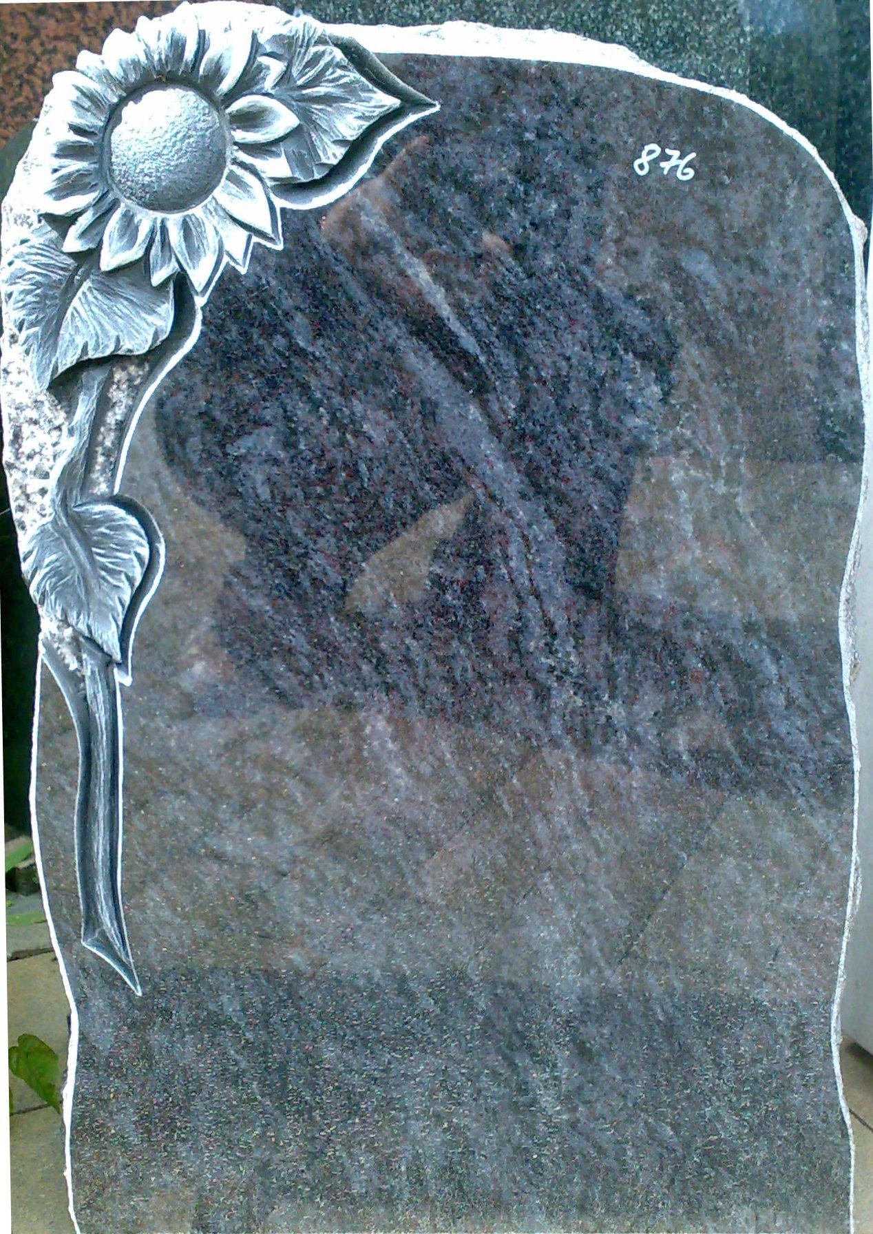 Grabstein mit plastischem Ornament